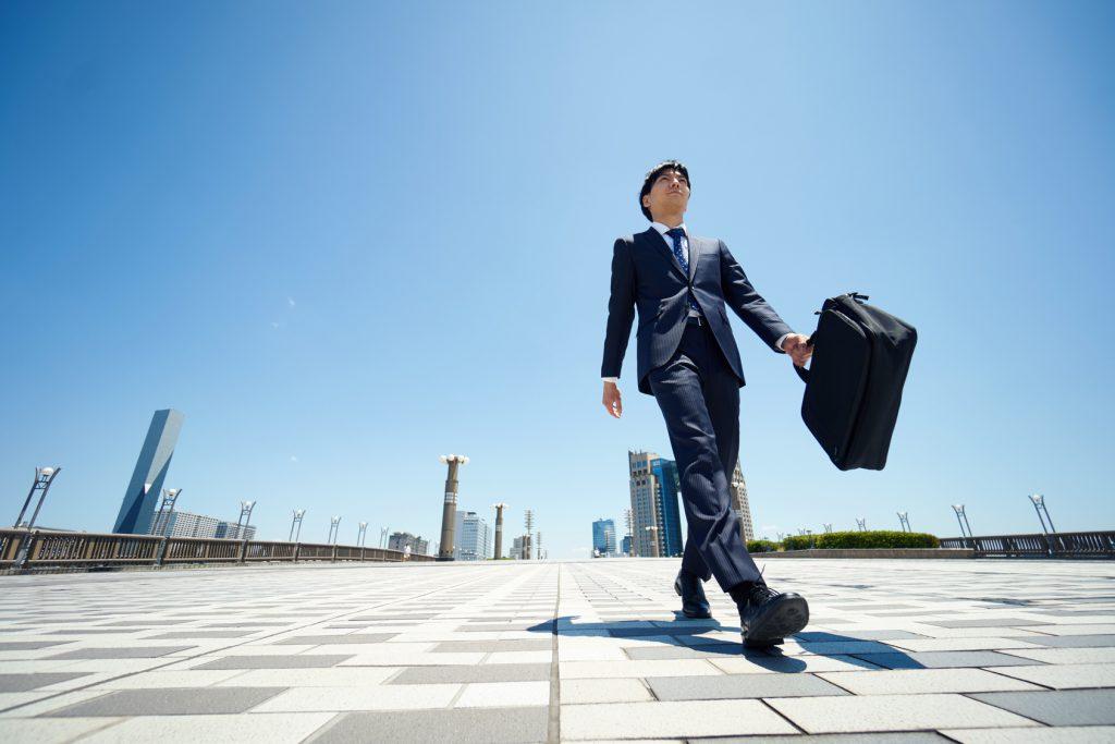 行く」の尊敬語4種類!ビジネスで使える便利な表現も | TRANS.Biz